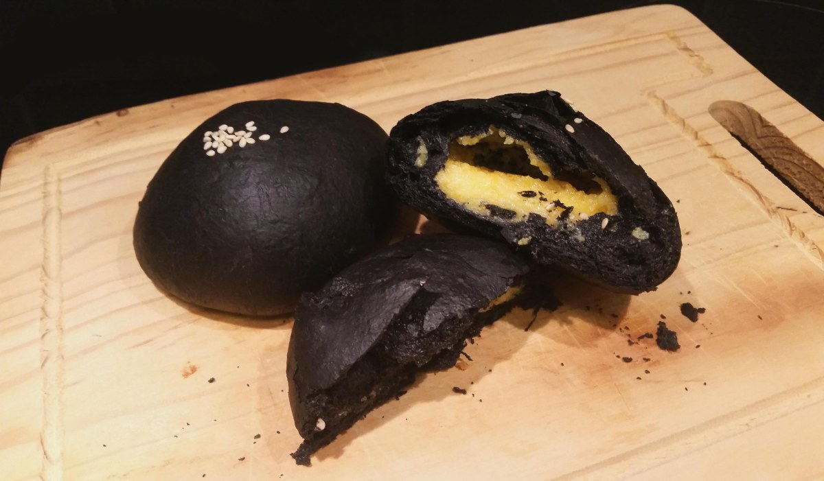 Charcoal Buns with Salted Egg Yolk Custard Filling