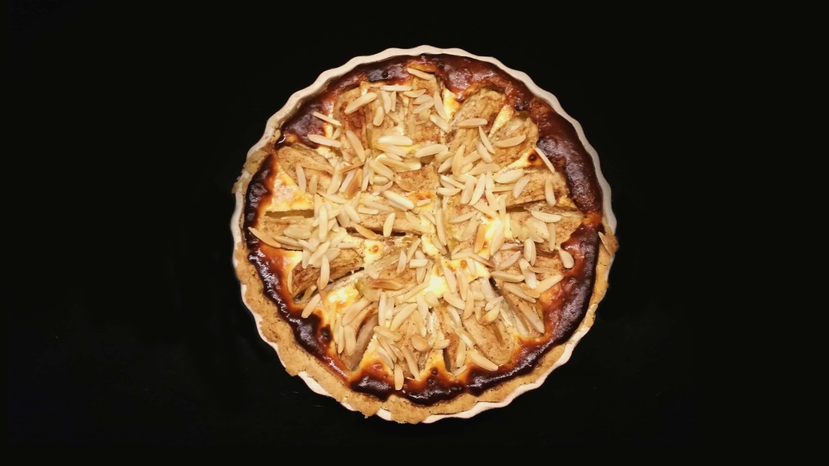 Chinese-Bavarian Apple Cream Cheese Tart