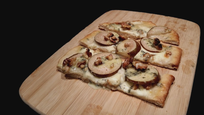 Blue cheese walnut mozarella thyme pear pizza